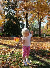 daughter-helps-raking-the-leaves-1407633